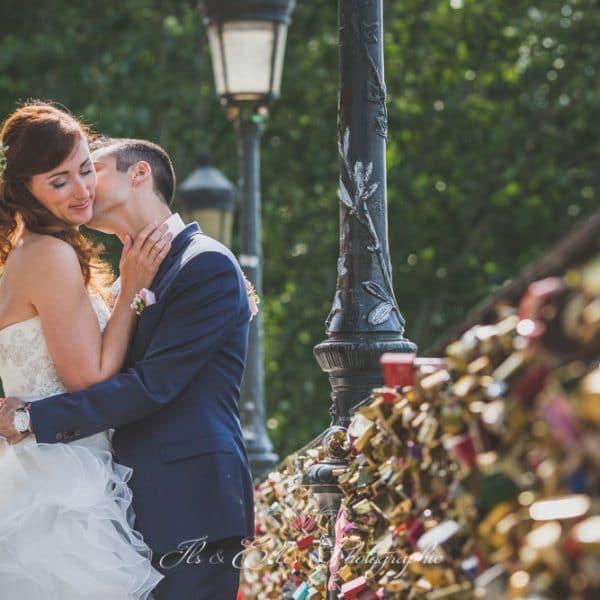 photo-de-couple-au-pont-des-arts