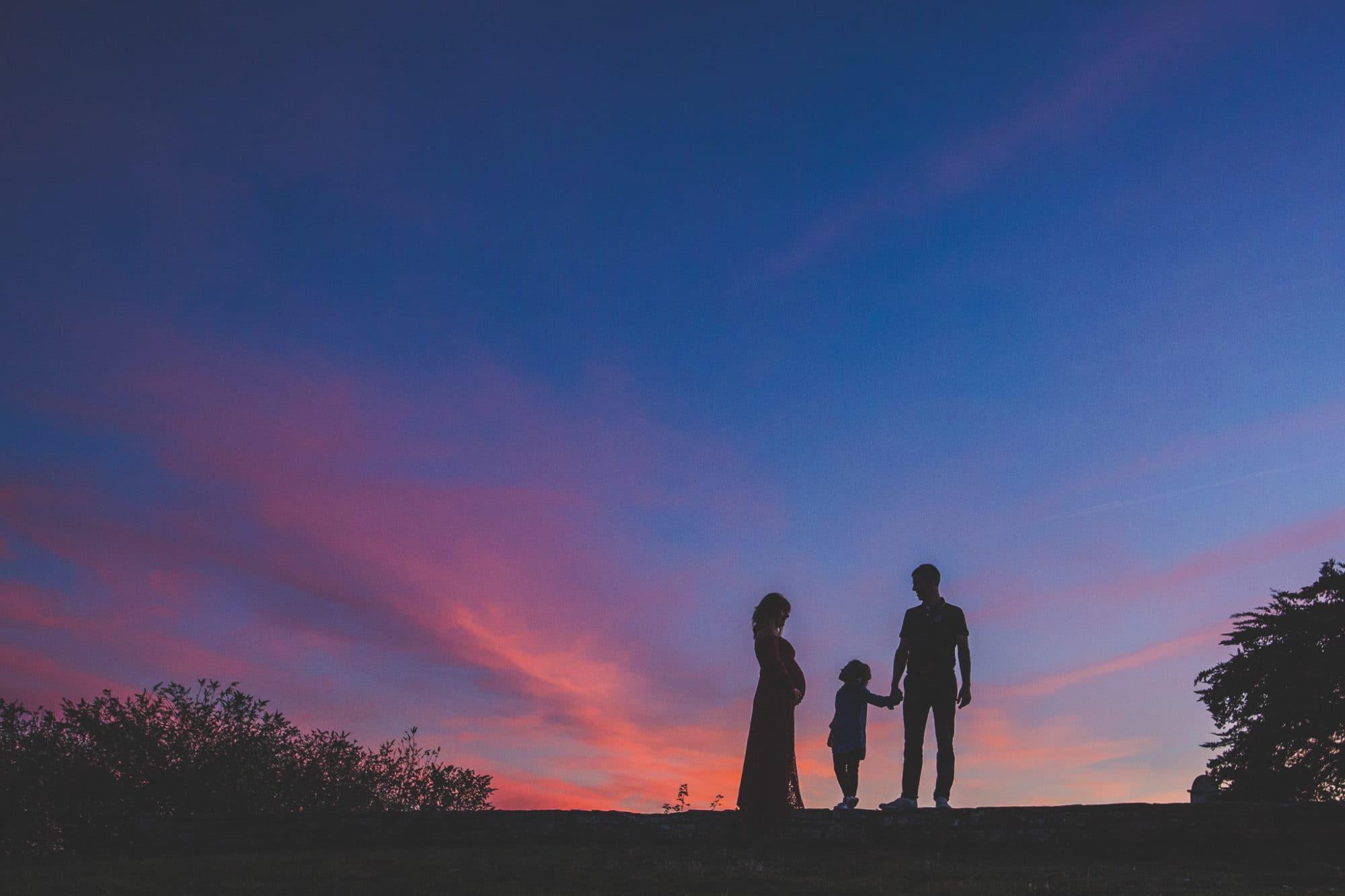 photo de grossesse au coucher du soleil