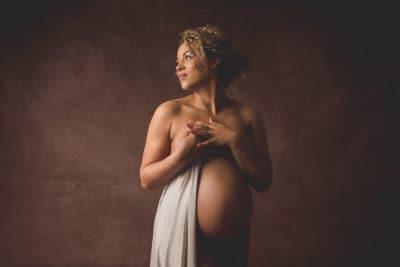 photos de grossesse en lumière artificielle