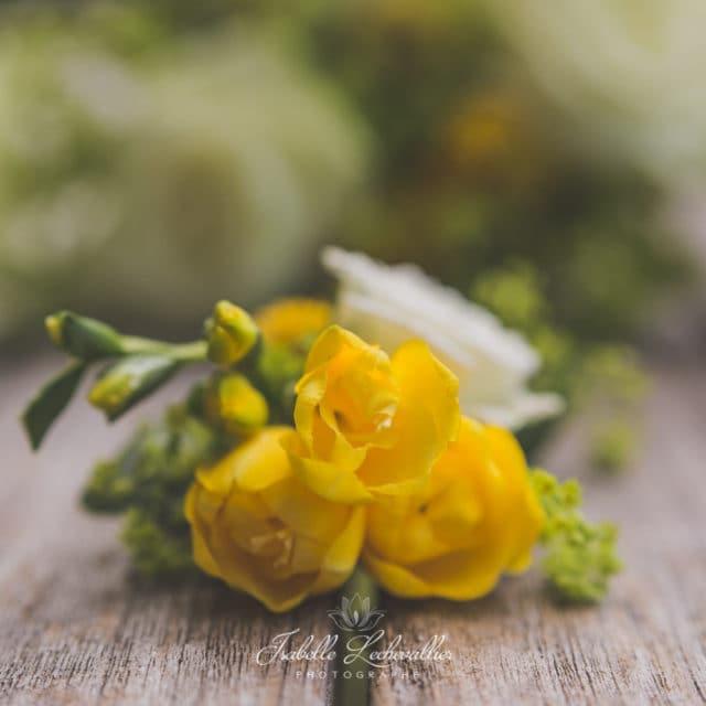 Mariage jaune et blanc au château de Miniac