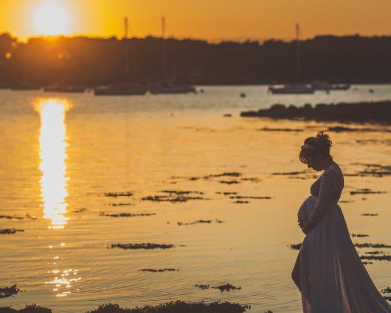 Photographier votre grossesse à la mer