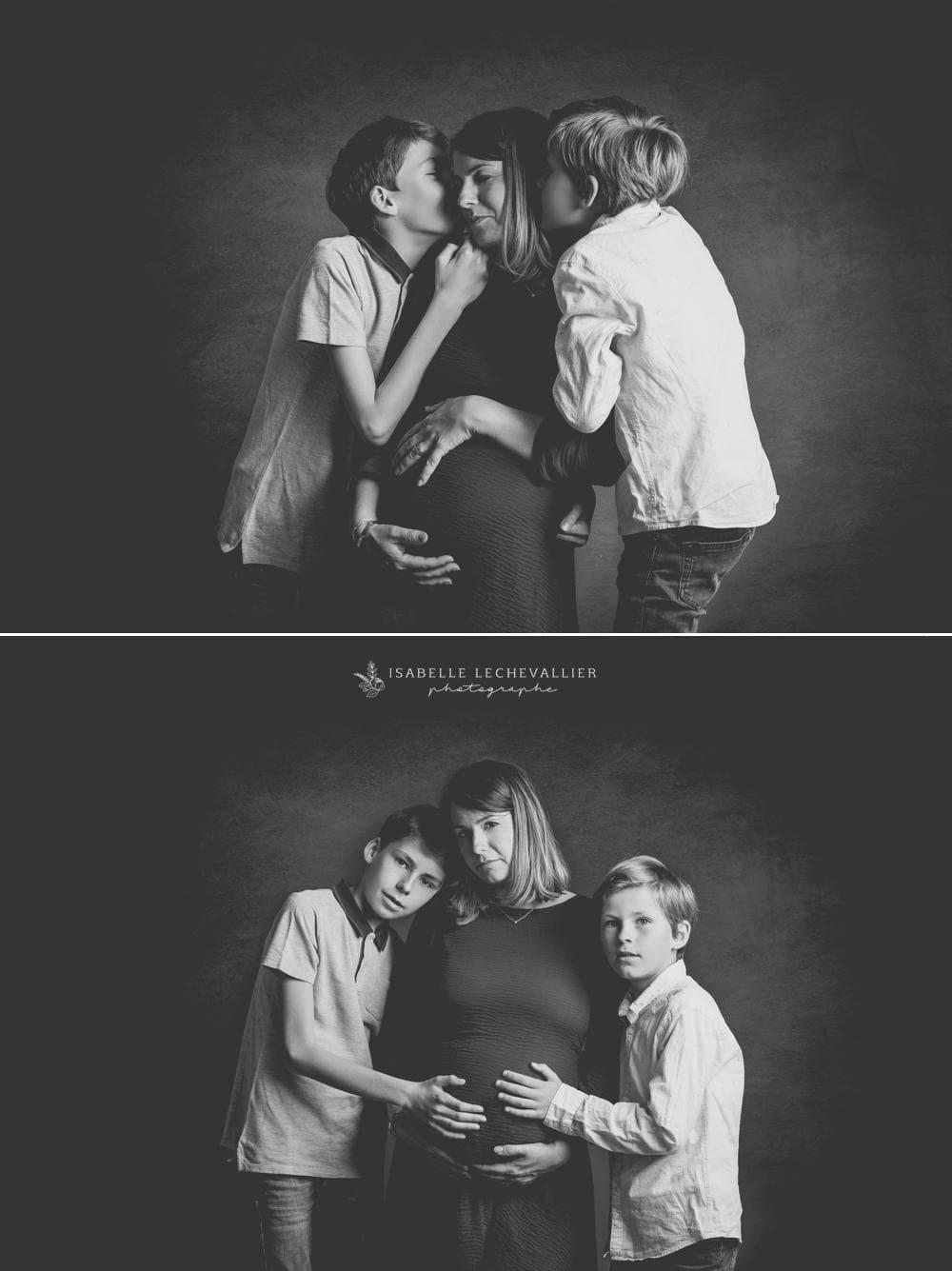 Photos de maternité en famille au studio