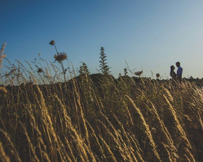 photos en amoureux au coucher du soleil